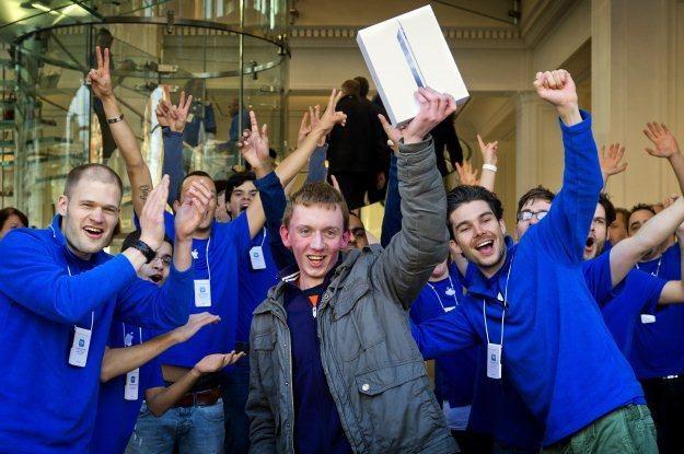 Nerkę chyba lepiej zachować, a iPada po prostu kupić /AFP