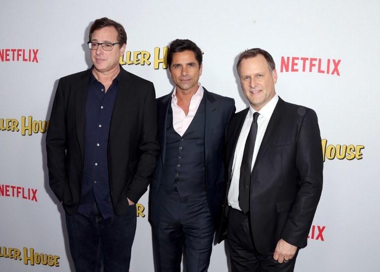 """Netflix coraz częściej """"reaktywuje"""" kultowe swego czasu seriale - jak na przykład """"Pełną chatę"""" /AFP"""