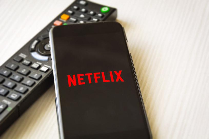 Netflix jest szalenie popularny na smartfonach /123RF/PICSEL