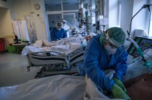 Neurolog: Nigdy nie było takiej liczby zgonów. Chorzy trafiają do nas bardzo późno