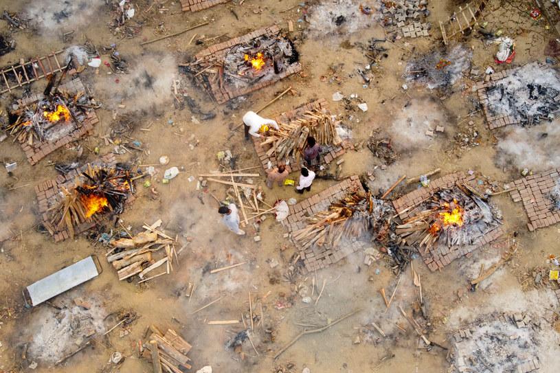 New Delhi: Kremacja ciał zmarłych na COVID-19 /JEWEL SAMAD /AFP