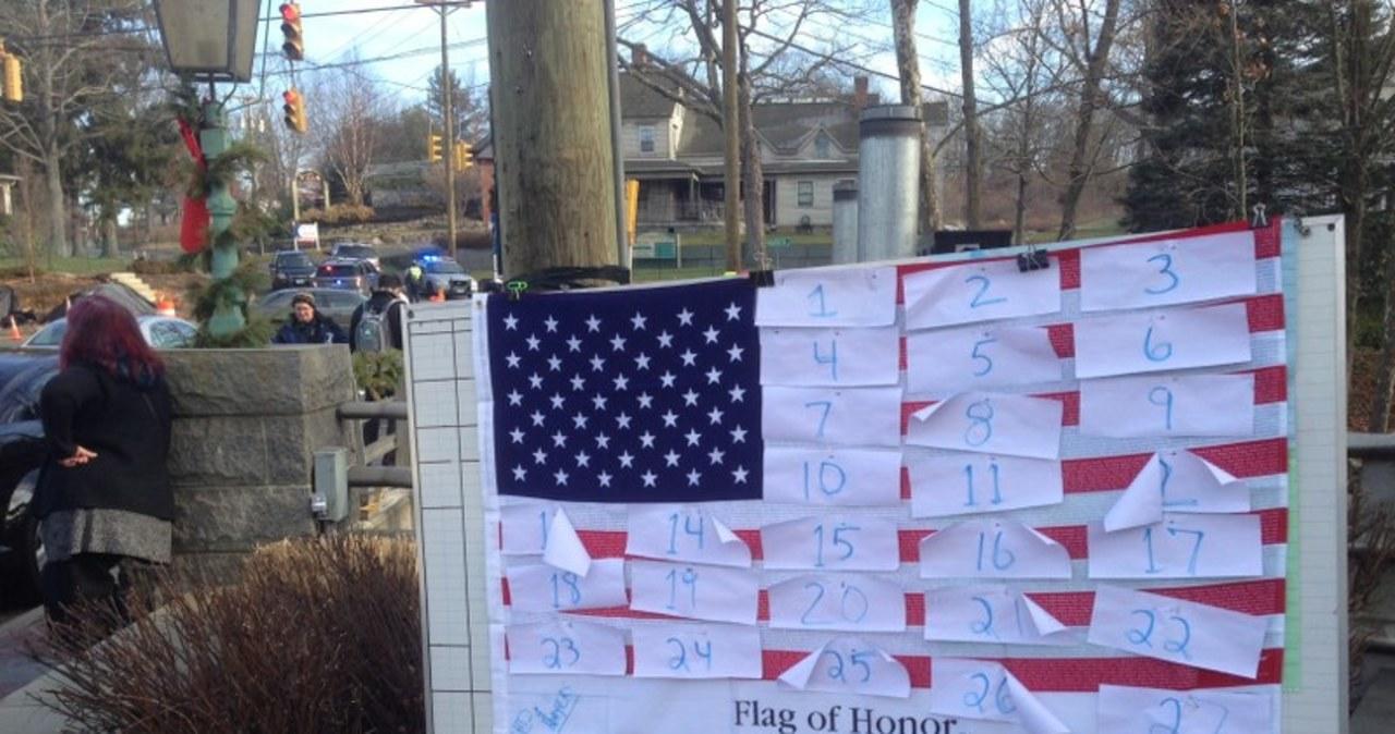 Newtown pogrążone w żałobie po strzelaninie w szkole