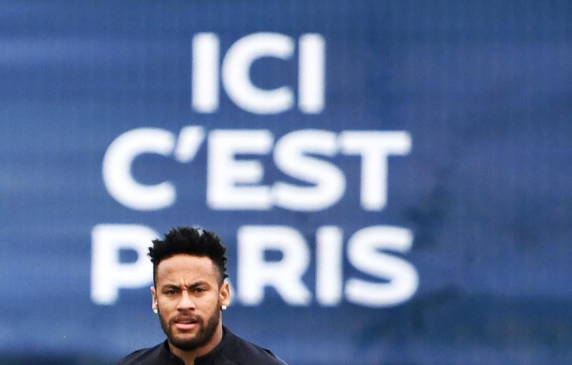Neymar cały czas czeka na decyzję w sprawie transferu /AFP