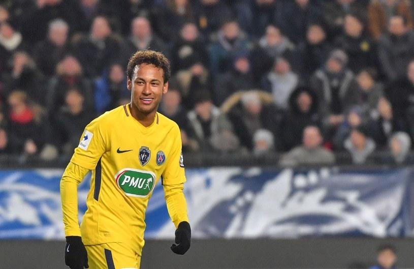 Neymar czaruje w paryskich barwach /AFP