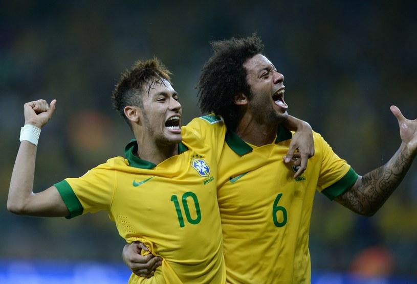 Neymar i Marcelo cieszą się z awansu do finału /AFP