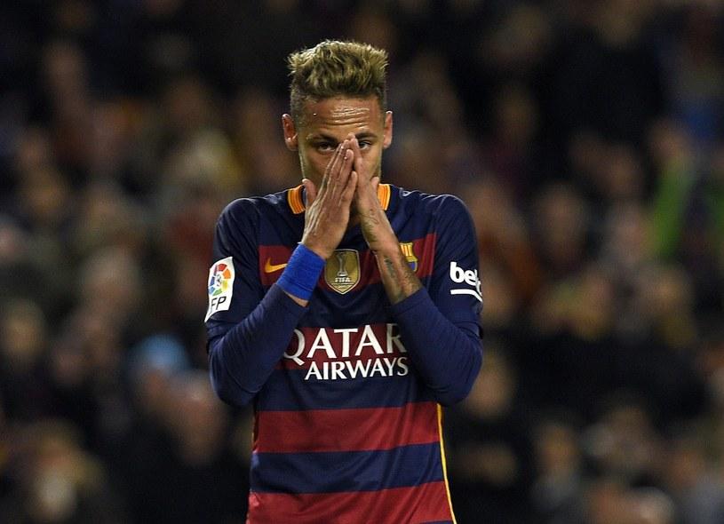 Neymar ma nad czym myśleć /AFP