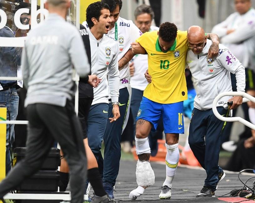 Neymar opuścił boisko z kontuzją /AFP