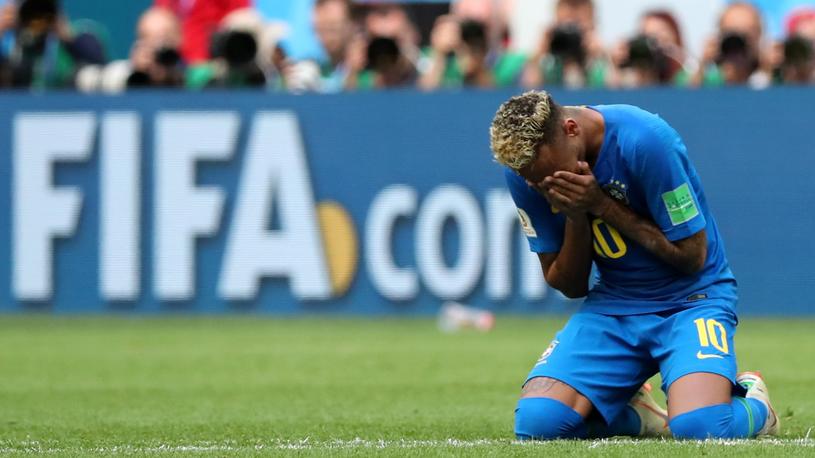 Neymar po meczu zalał się łzami /PAP/EPA