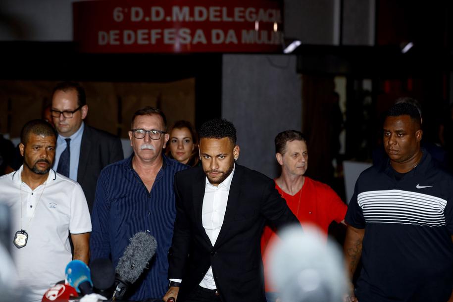 Neymar po przesłuchaniu w Sao Paulo / EPA/Marcelo Chello /PAP