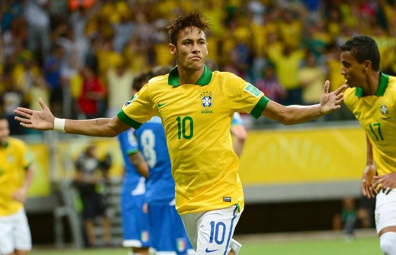 Neymar popisał się kapitalnym uderzeniem z wolnego w meczu z Włochami /AFP