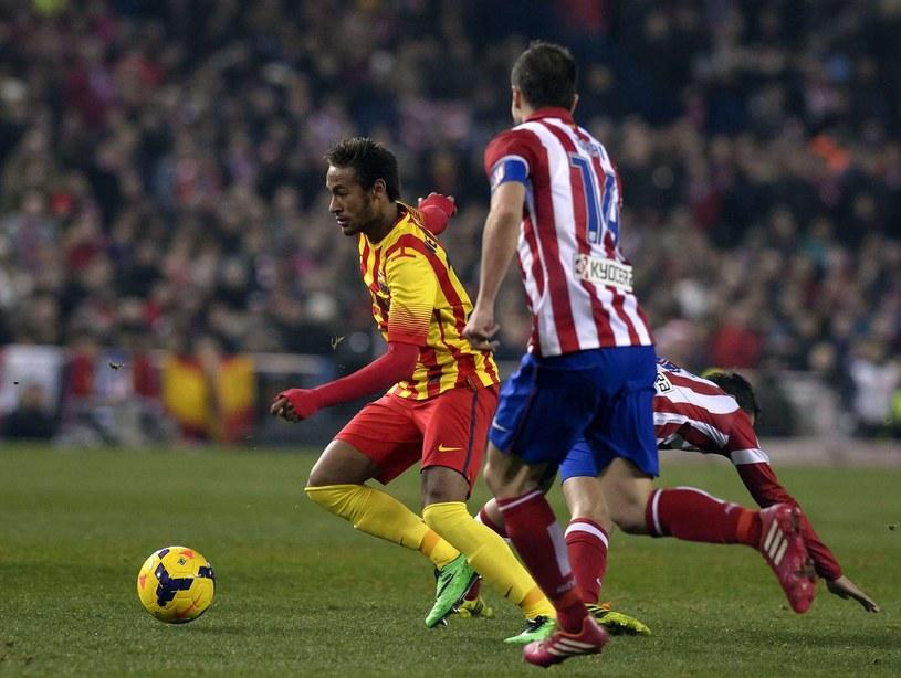 Neymar (przy piłce). /AFP