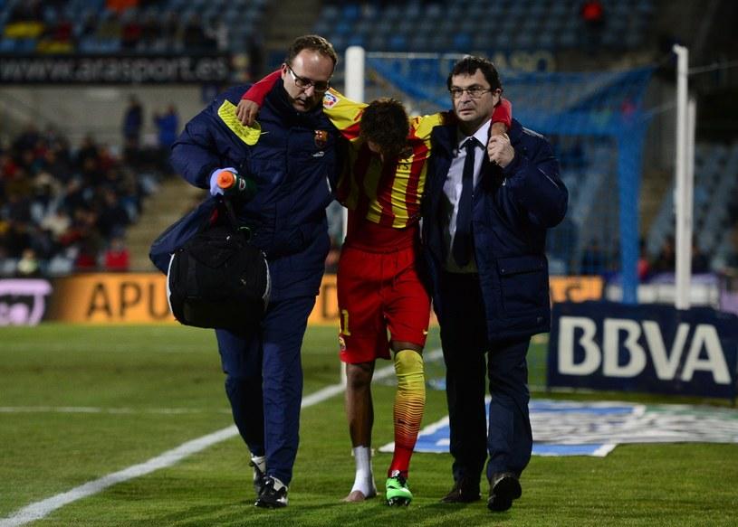 Neymar schodzi z boiska z kontuzją /AFP