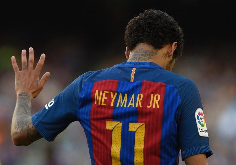 Neymar spędził na Camp Nou cztery lata, ale kibice marzyli o tym, że będzie grał w stolicy Katalonii aż do zakończenia kariery /AFP