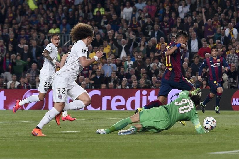 Neymar strzela gola dla Barcelony /AFP