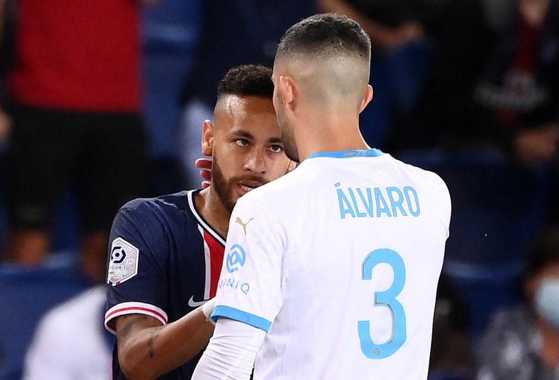 Neymar w starciu z Alvarem Gonzalezem /East News