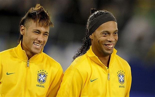 Neymar (z lewej) i Ronaldinho /AFP