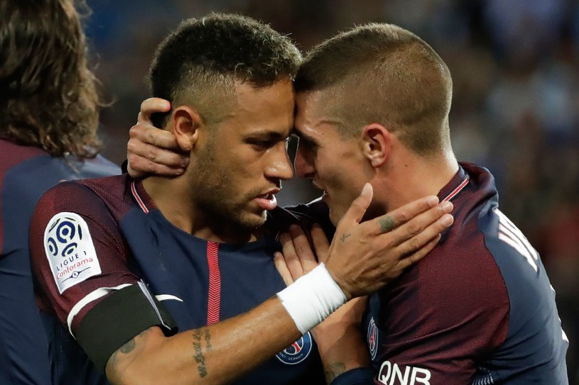 Neymar (z lewej) z Marco Verrattim świętuje zdobycie bramki /AFP