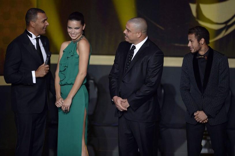 Neymar (z prawej) i Ronaldo (drugi z prawej) /AFP
