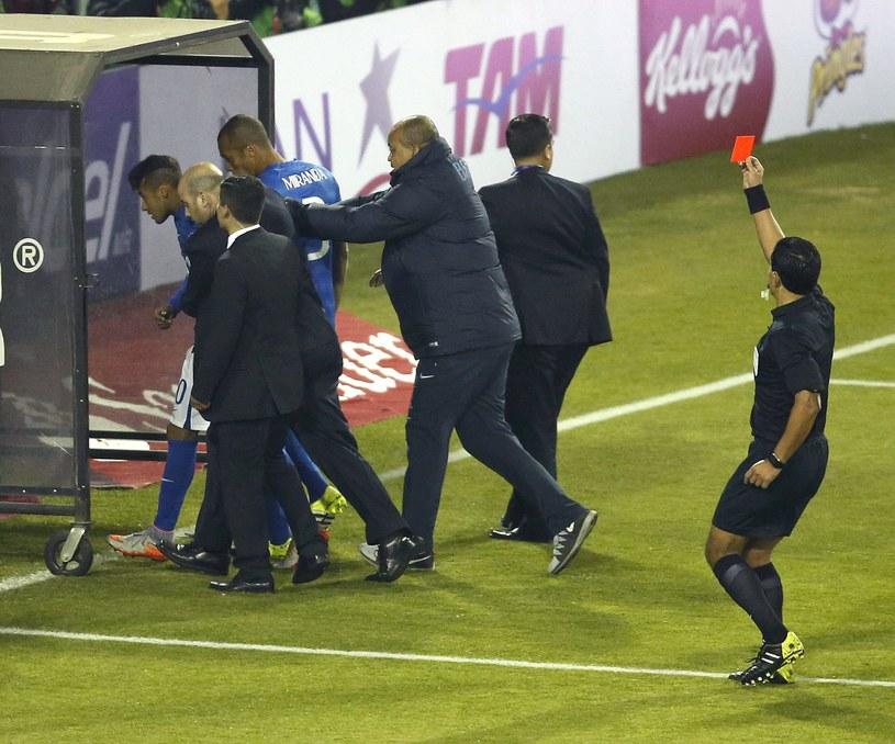 Neymar zobaczyl czerwoną kartkę w meczu z Kolumbią /PAP/EPA