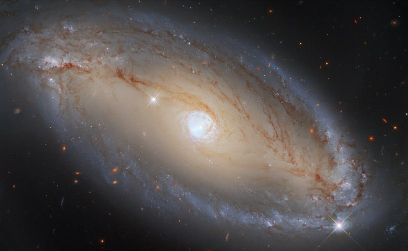 NGC 5728 Fot. ESA /materiał zewnętrzny