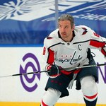 NHL. Aleksander Owieczkin zainwestował w kobiecy futbol