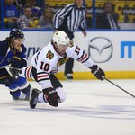 NHL: Broniący trofeum Blackhawks awansowali do drugiej rundy