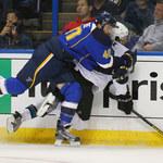 NHL: Brutalny faul i bijatyka. San Jose Sharks niepokonani