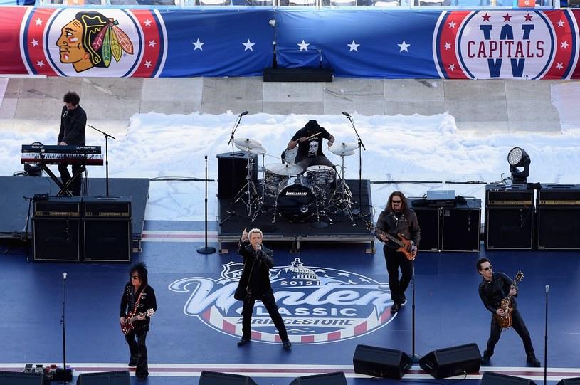 NHL Winter Classic uświetnił m.in. występ Billy'ego Idola. /AFP