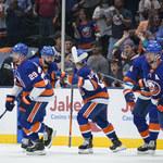 """NHL. """"Wyspiarze"""" po raz drugi pokonali broniącą trofeum """"Błyskawicę"""""""