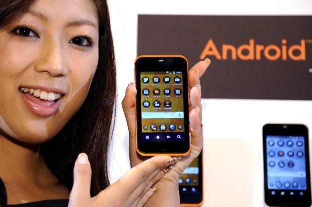 Nic dziwnego, że najpopularniejszą wersją Androida jest ta, która trafia do tanich urządzeń /AFP