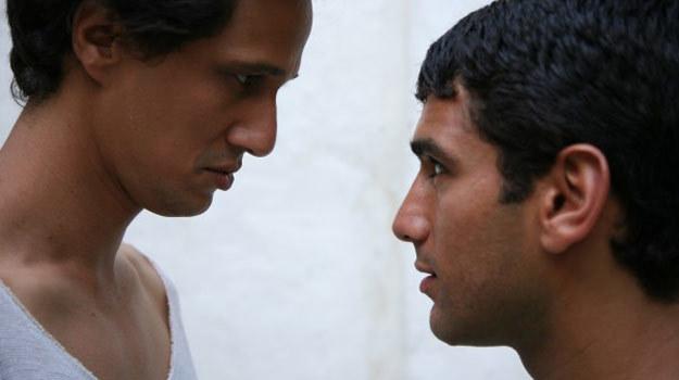 """""""Nić"""" opowiada o związku Malika (Antonin Stahly) i Balila (Salim Kechiouche) /materiały dystrybutora"""