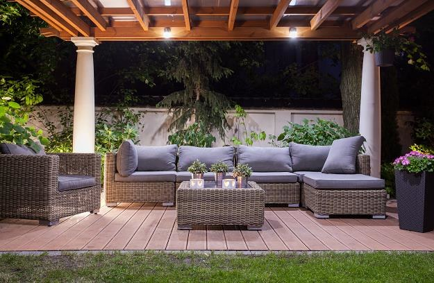 Nic tak nie relaksuje i nie odpręża, jak spędzanie czasu na świeżym powietrzu w ogrodzie /©123RF/PICSEL