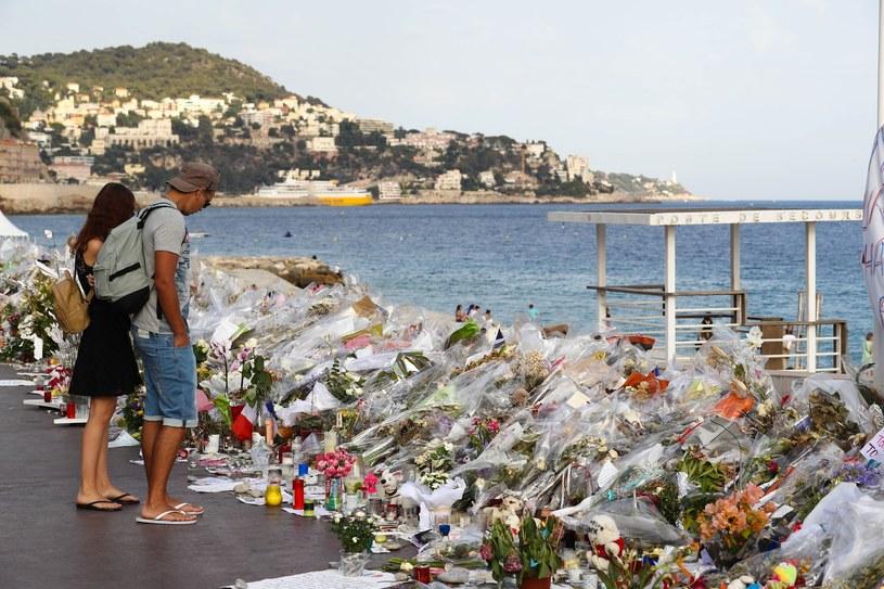 Nicea. Kwiaty na miejscu tragedii /Splash News /East News