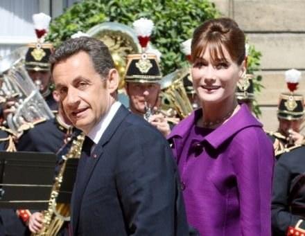 Nicholas Sarkozy z żoną - Carlą Bruni /AFP