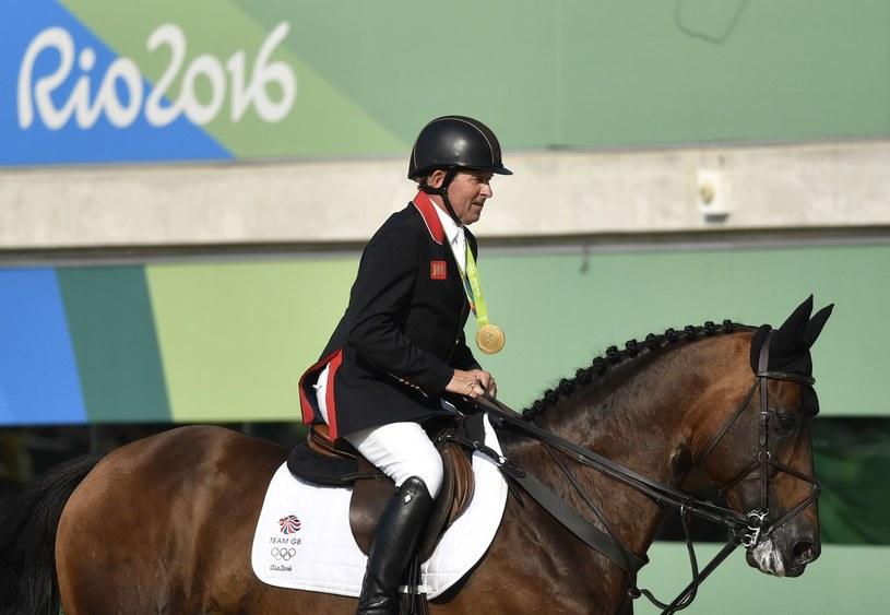 Nick Skelton ze złotym medalem igrzysk w Rio /AFP