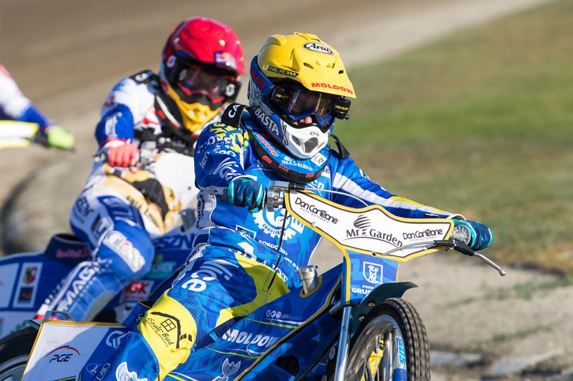 Nicki Pedersen na prowadzeniu, za nim Emil Sajfutdinow /Marcin Karczewski /Newspix