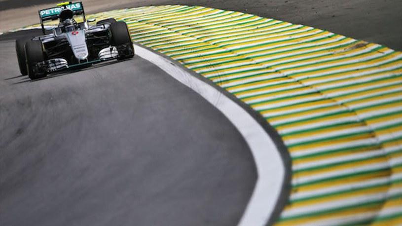 Nico Rosberg pokonał Lewisa Hamiltona podczas sesji treningowej na torze Interlagos /F1i