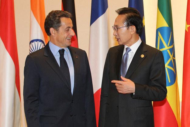 Nicolas Sarkozy (L) i Li Miung Bak, zdjęcie z 2010 roku /AFP