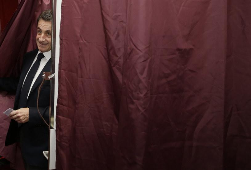 Nicolas Sarkozy podczas niedzielnych wyborów /AFP