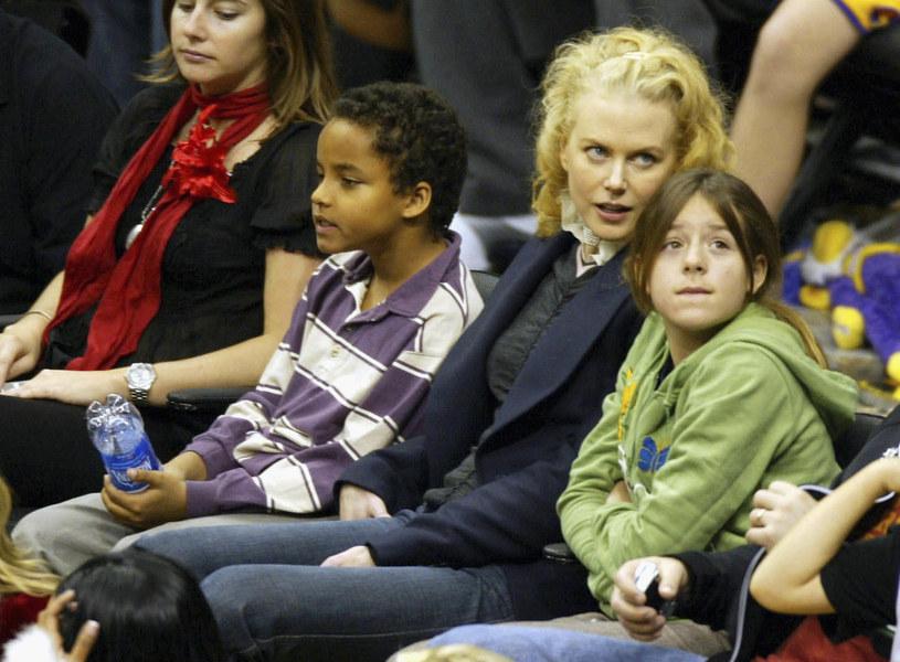 Nicole Kidman z adoptowanymi dziećmi, 2004 rok /Matthew Simons /Getty Images