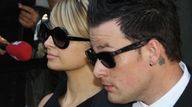 Nicole Richie z chłopakiem Joelem Maddenem w sądzie 27 lipca, fot. Robyn Beck  /AFP