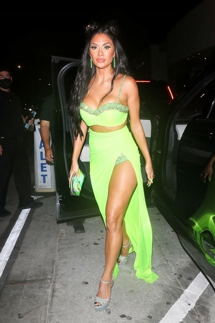 Nicole Scherzinger zdecydowała się na wyjście w tej neonowej sukni do restauracji Catch /Backgrid/East News /East News