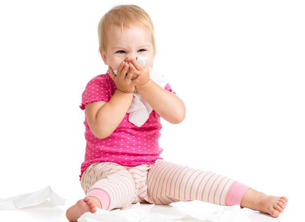 Nie bagatelizuj pierwszych objawów przeziebienia /123RF/PICSEL