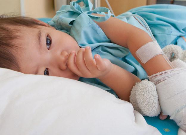 Nie bagatelizuj żadnego z objawów, które obserwujesz u dziecka. Dla lekarza może on stanowić cenną wskazówkę. /123RF/PICSEL