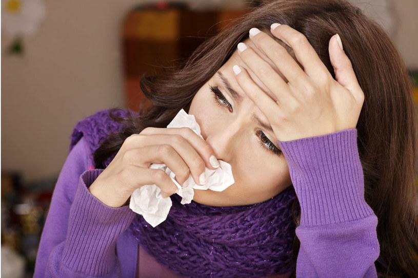 Nie daj się gorączce ani katarowi /123RF/PICSEL