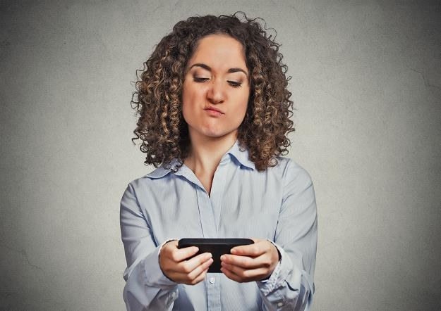 Nie daj się wkręcić w sms-owy spam /©123RF/PICSEL