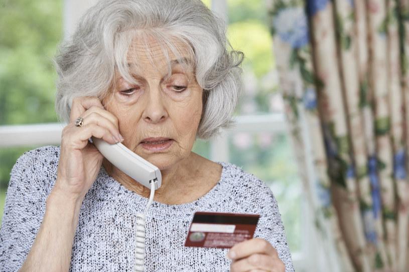 Nie dajmy się wkręcić w niechciane umowy czy zakupy przez telefon /123RF/PICSEL