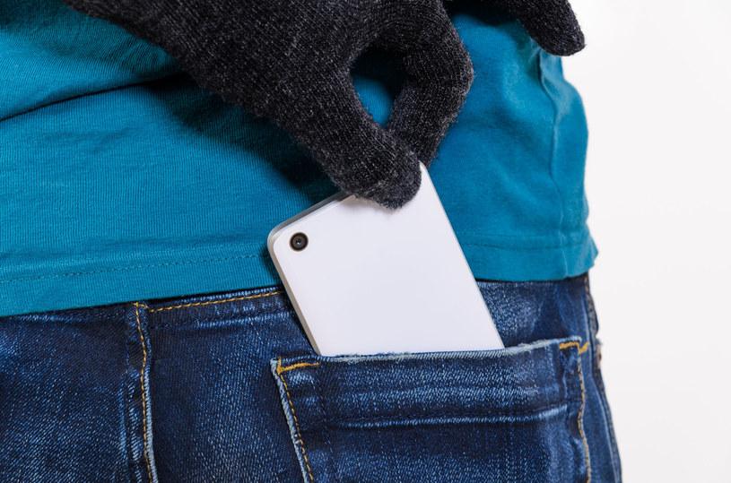 Nie dbamy o bezpieczeństwo naszych telefonów /123RF/PICSEL