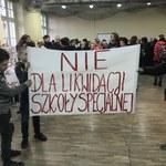 """""""Nie dla likwidacji szkoły specjalnej"""". Protest we Wrocławiu"""
