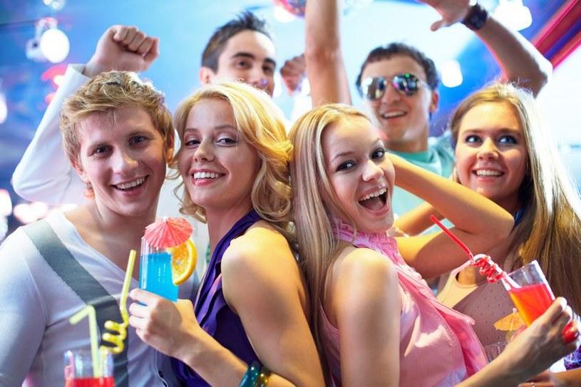 Nie dla wszystkich alkohol lejący się strumieniami, a później impreza w hotelowej dyskotece jest wymarzonym sposobem na integrację ze współpracownikami /123RF/PICSEL
